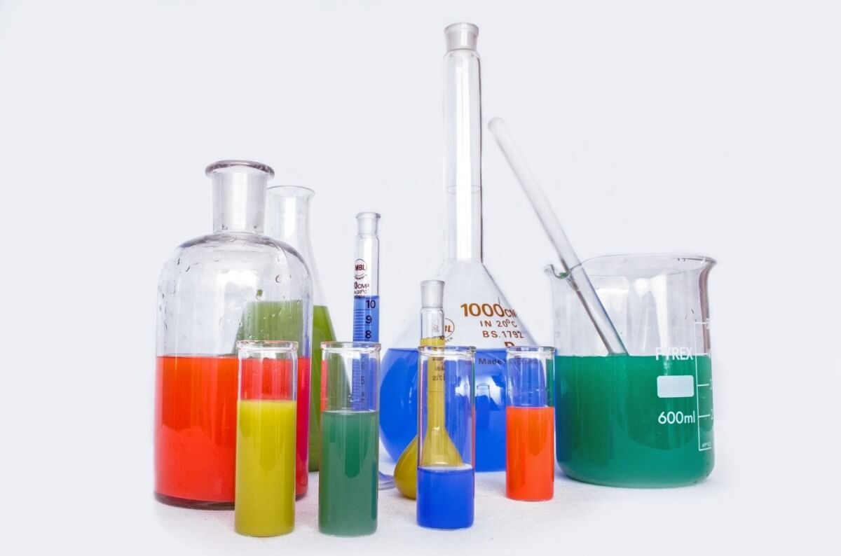 Điểm khác nhau giữa dụng cụ thí nghiệm và các sản phẩm bằng thủy tinh thông thường